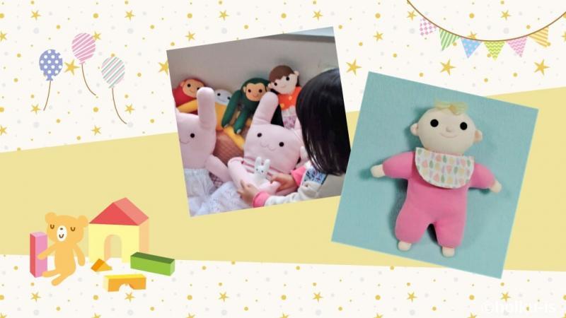布おもちゃと布おもちゃで遊ぶ子ども