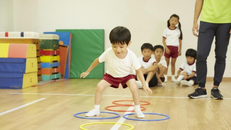 サーキット運動をしている子ども