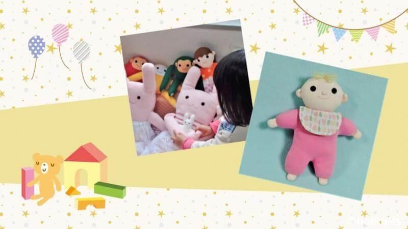 布おもちゃで遊ぶ子ども