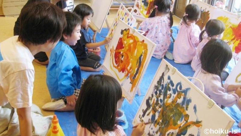 絵を描く子どもたち