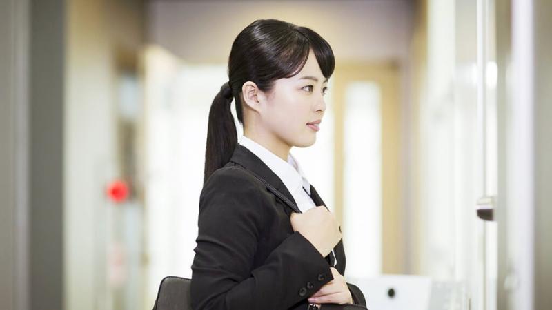 就職活動をする女子学生