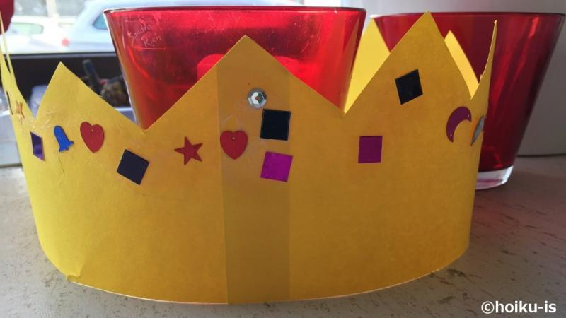 画用紙で作られた王冠